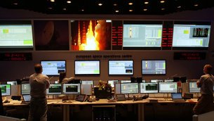 Mission control team watch liftoff from the Main Control Room at ESOC, ESA's European Space Operations Centre, Darmstadt, 15 July 2015