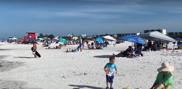 Millions of people crowd U.S. beaches without worrying about coronavirus