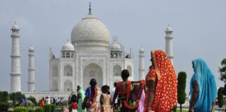 India women near Taj Mahal