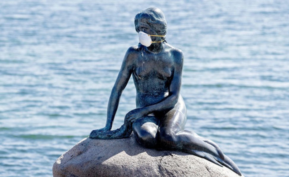 Copenhague little mermaid with facemask